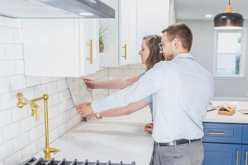 Při vybírání obkladů do interiéru nespěchejte – Co všechno je třeba zvážit?